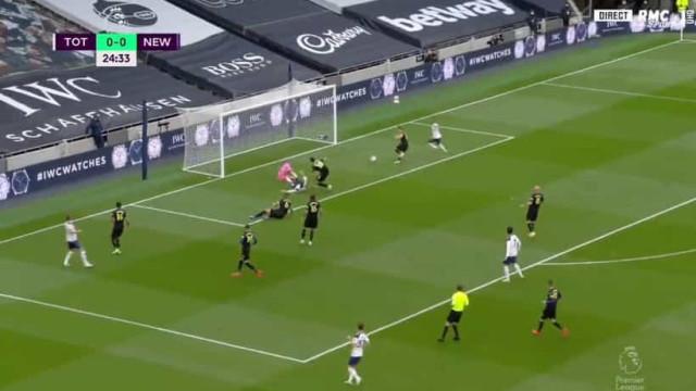 Lucas Moura abre marcador para o Tottenham após assistência de Kane
