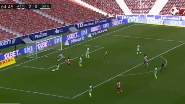 Félix sentou adversário e estreou-se a marcar com este golaço