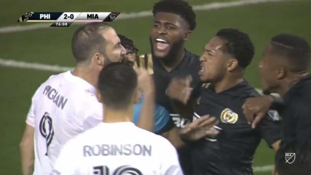 Higuaín falha penálti na estreia na MLS e 'pega-se' com adversários
