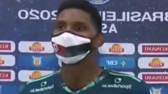 Jovem estreia-se pelo Flamengo e desfaz-se em lágrimas ao lembrar o pai