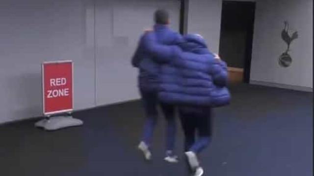 Mourinho derrotou o Chelsea e desatou a correr para... o balneário