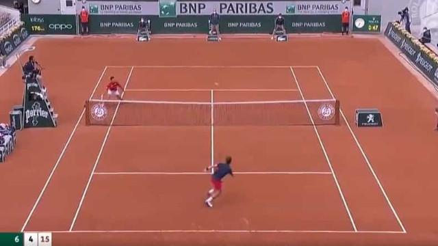 Djokovic em novo ponto de eleição. Veja bem a colocação desta bola