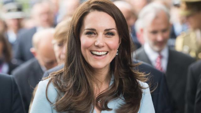 O incrível detalhe da camisa usada por Kate Middleton
