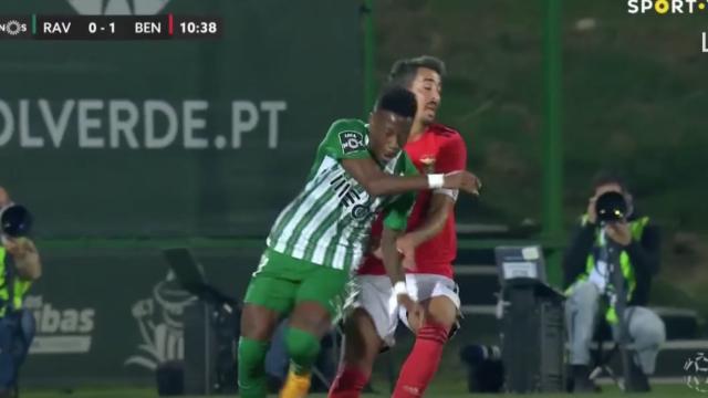 O momento em que André Almeida lesiona-se com gravidade em Vila do Conde