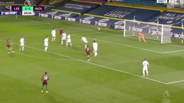 Raúl Jiménez abriu marcador frente ao Leeds com muita sorte à mistura