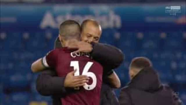 Jiménez resolveu o Leeds-Wolves e recebeu abraço de Nuno Espírito Santo
