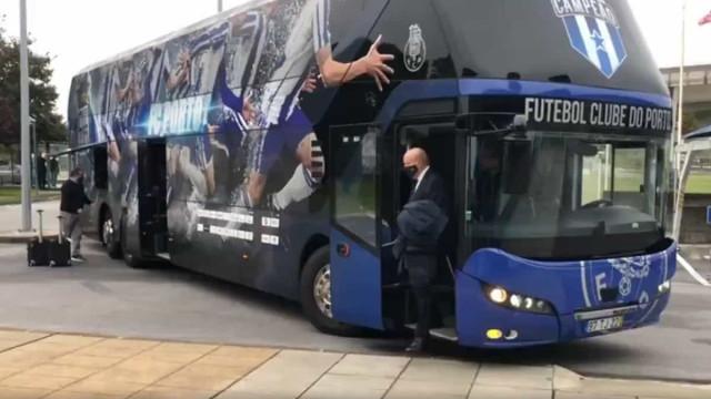 Pinto da Costa lidera a comitiva do FC Porto rumo a Manchester