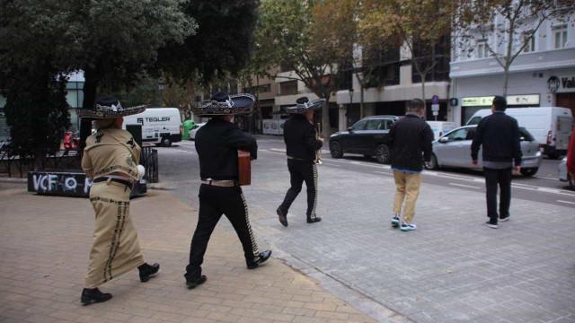 Adepto do Valencia contrata banda de mariachis para perseguir presidente