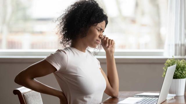 Como contrariar os efeitos perigosos de ficar sentado por muito tempo