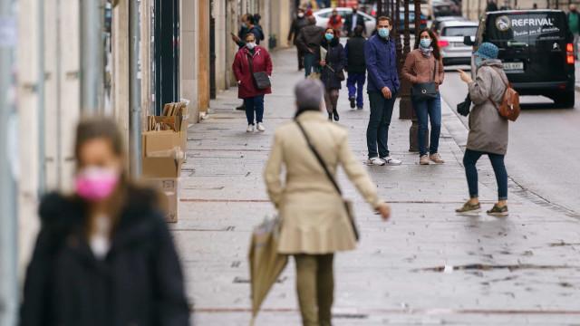 AO MINUTO: Portugueses à fome no Luxemburgo. Brasil passa 155 mil mortes