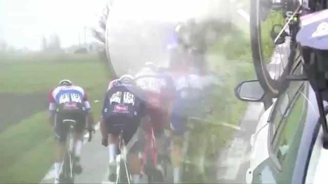 Ciclista holandês vai de 'cabeça a uma vala' durante prova na Bélgica