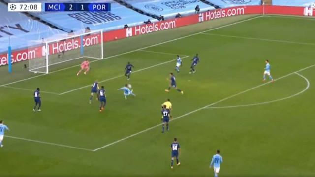 Jogada extraordinária de Ferrán Torres dá o terceiro ao City