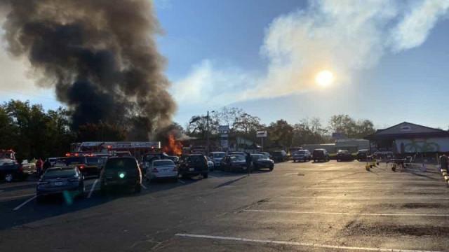 Momento de explosão em centro comercial captado por câmara de vigilância