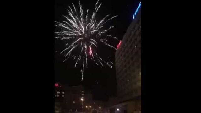 Adeptos do Lech lançaram fogo de artifício junto ao hotel do Benfica