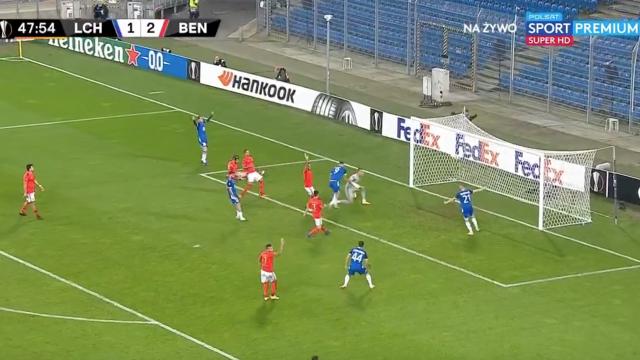 Benfica voltou a 'meter água' na defesa e Ishak não desperdiçou o empate