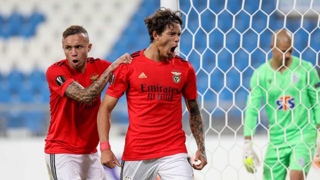 Hat-trick de Darwin vale vitória suada do Benfica na Polónia