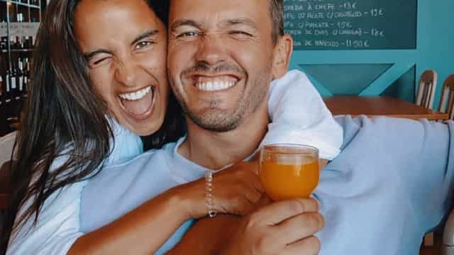 Em imagens. Sara Matos e Pedro Teixeira no 1.º passeio com o filho bebé
