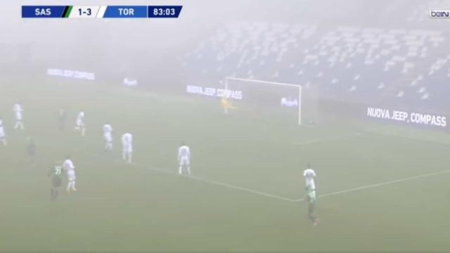No meio do nevoeiro de Sassuolo, Chiriches fez este golaço