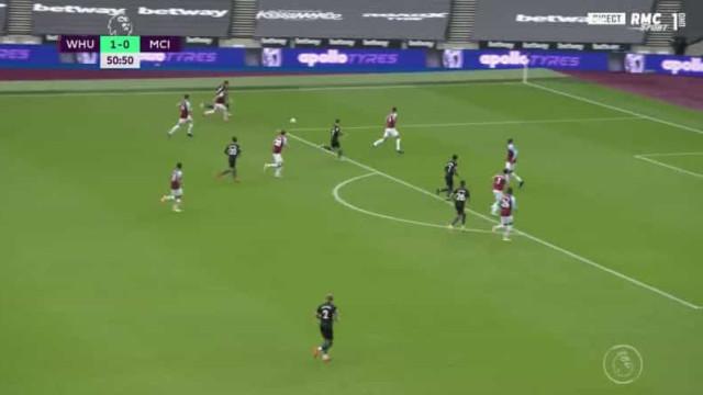 João Cancelo ligou o 'turbo' e assistiu para o golo de Phil Foden
