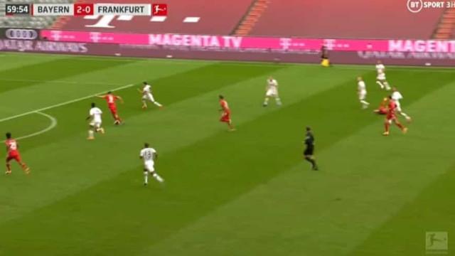 Imparável. Lewandowski fez desta forma um hat-trick frente ao Frankfurt