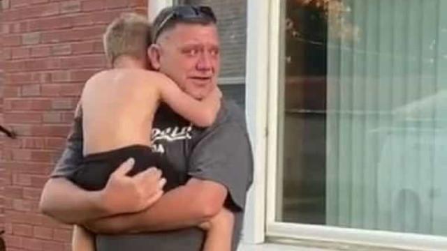 Vídeo emocionante. Avô e neto não se viam há 8 meses por causa da Covid