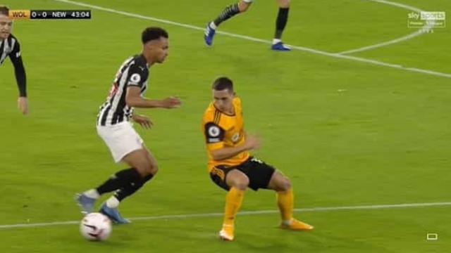 O 'bailinho' de Podence que deixou defesas do Newcastle 'loucos'