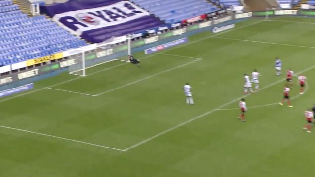 Tomás Esteves ficou à beira de marcar um golo memorável pelo Reading