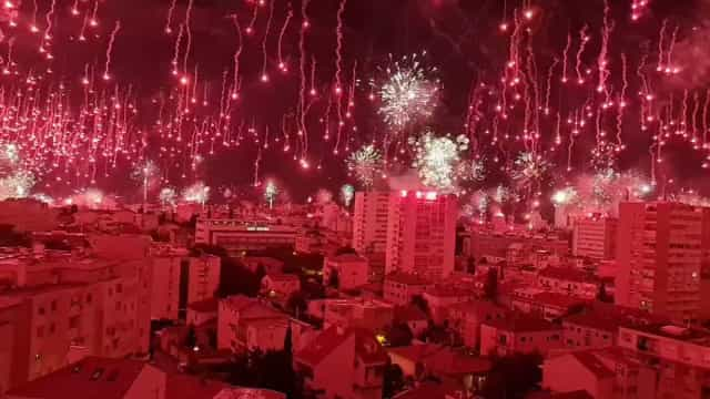 'De loucos': Claque do Hadjuk incendiou céus de Split no seu aniversário