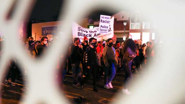 Confrontos em Filadélfia após mais um afro-americano morto pela polícia