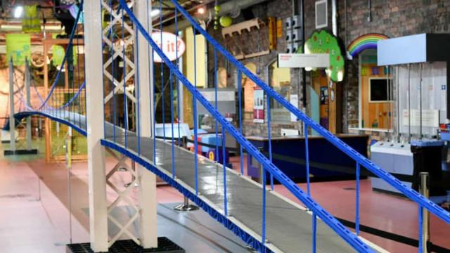 Ponte de 34 metros em Lego bateu recorde do Guinness num museu britânico