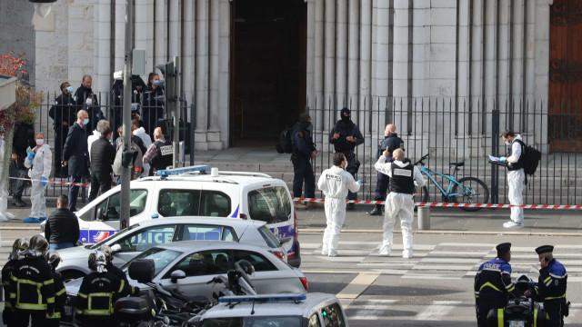 Mulher foi decapitada em ataque à faca em Nice. Há pelo menos três mortos