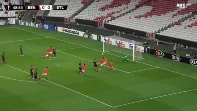 Pizzi marca e adianta o Benfica na receção ao Standard Liège