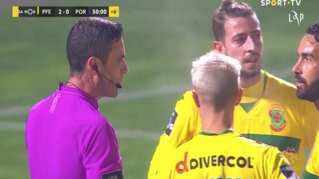 Sérgio Oliveira marcou com penálti que deixou jogadores do Paços furiosos