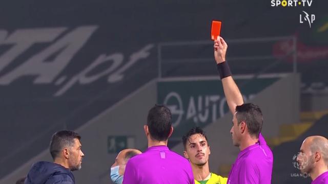 O momento em que Sérgio Conceição foi expulso após o Paços-FC Porto