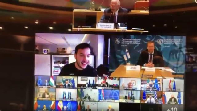 Jornalista invade reunião dos ministros da Defesa da UE. Eis as imagens
