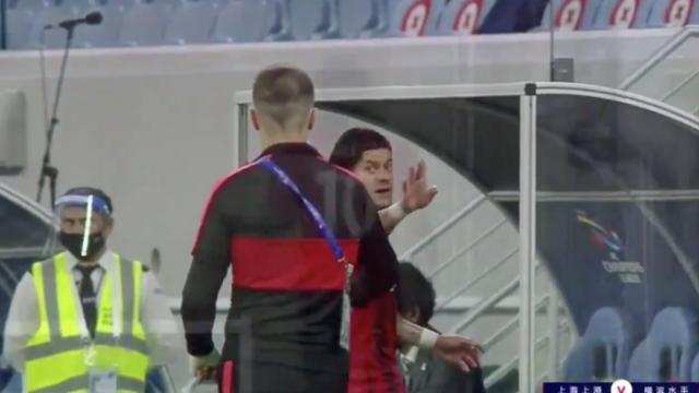 Hulk perde a cabeça com Vítor Pereira após ser substituído