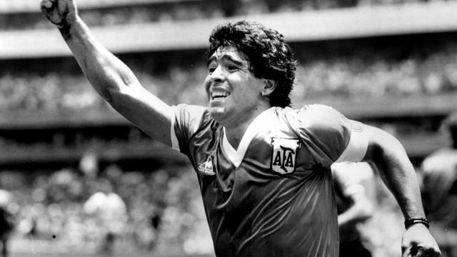 'Mão de Deus': Maradona foi autor do golo mais polémico de sempre