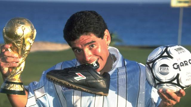 Maradona é eterno: 10 fotografias de um 10 lendário do futebol mundial