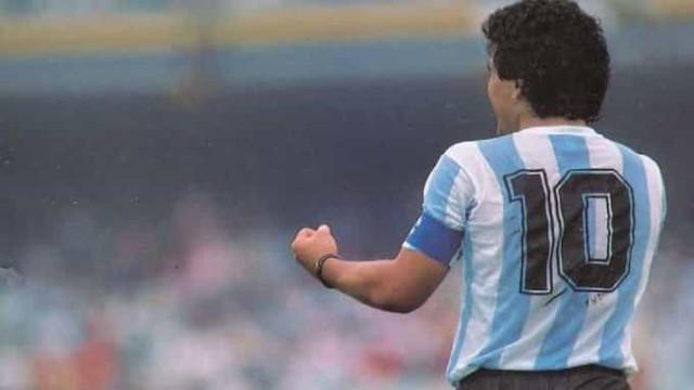 O vídeo de homenagem da Federação argentina a El Pibe. Até arrepia