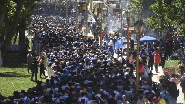 O dia em que se enterrou uma lenda: As imagens do último adeus a El Pibe