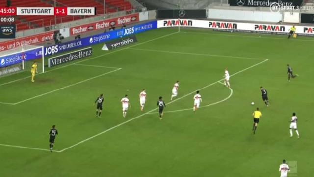 Lewandowski carimba a dúzia de tentos na Bundesliga com um golaço
