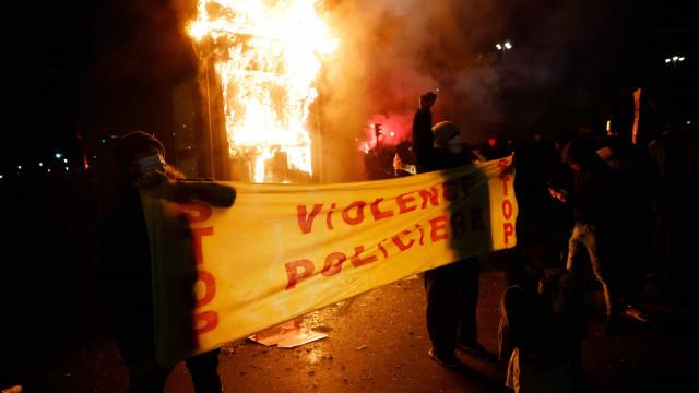 Paris saiu às ruas contra lei de segurança. As imagens dos confrontos