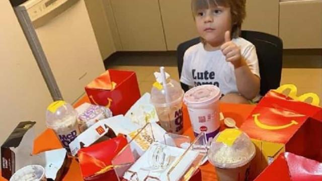 Menino 'apanha' telemóvel da mãe e encomenda 62 euros em comida