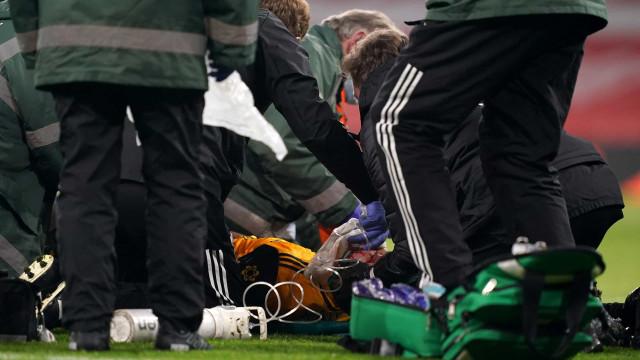 Jiménez sai do terreno de jogo inconsciente após choque com David Luiz