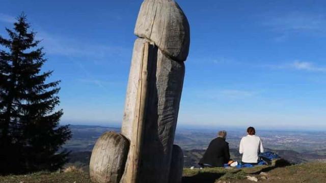 Novo mistério com monólito. Estátua de forma fálica desaparece em Grünten