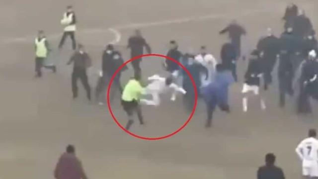 Vergonhoso: Árbitro agredido por atleta em plena 'batalha campal'