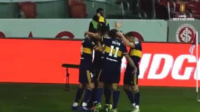 Carlos Tévez marca pelo Boca e dedica golo a Maradona