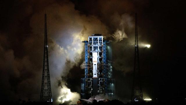 Sonda chinesa a caminho da Terra depois de concluir missão na Lua