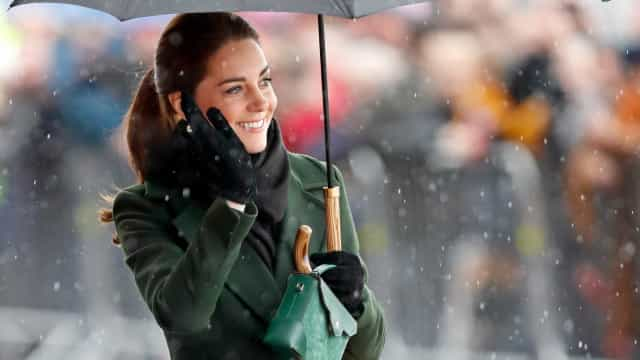 Os visuais mais elegantes de Kate Middleton em dias de chuva