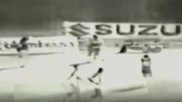 Italianos revelam vídeo inédito de Maradona a 'ensaiar' golo do século